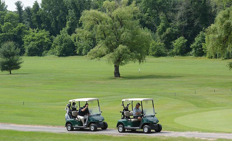 Pros and Cons of a Good Golf Course
